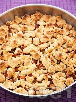 Френски сладкиш фъдж с ябълки, орехи, канела и натрошено маслено тесто на трохи - снимка на рецептата